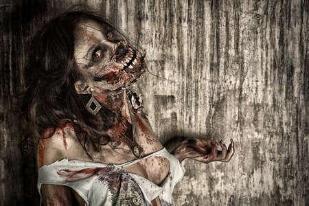satanas: Close-up retrato de una chica zombie sangrienta miedo. Horror. Halloween.