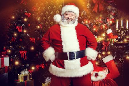 Kerstman brachten geschenken voor Kerstmis. Kerst woondecoratie.
