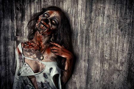 satan: Close-up-Porträt einer beängstigend blutige Zombie-Mädchen. Horror. Halloween.