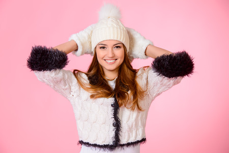 close knit: Joyful girl in warm knitted clothing smiling at camera. Beauty, fashion. Winter lifestyle.