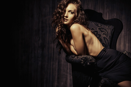 modelo desnuda: Retrato de una impresionante mujer desnuda sensual. Belleza y concepto del amor. Foto de archivo