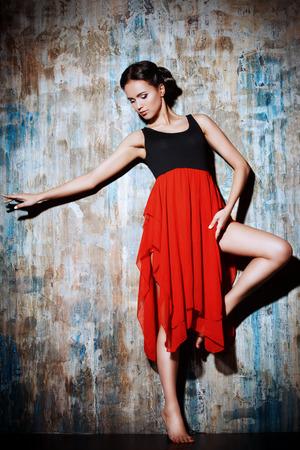 baile latino: Arte retrato de una hermosa chica española. Bailes latinos.