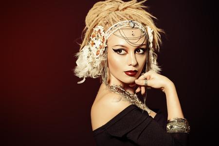 tatouage sexy: Close-up portrait d'une magnifique danseuse traditionnelle. Danse ethnique. La danse du ventre. Danse tribale. Make-up, cosm�tiques. Banque d'images