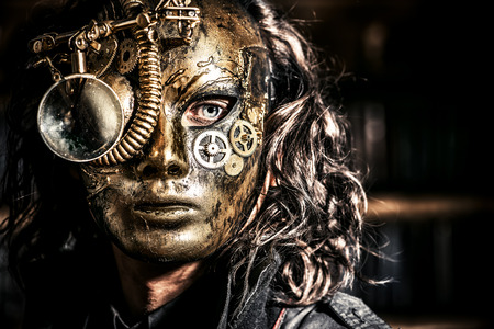 maquina vapor: Steampunk hombre llevaba máscara con varios dispositivos mecánicos. Fantasía.