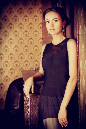 charm temptation: Beautiful elegant lady in vintage interior. Fashion shot.