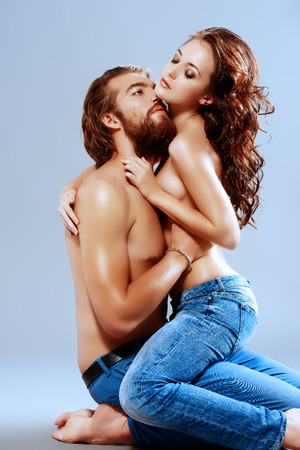 haciendo el amor: Moda retrato de una bella amantes tiernos