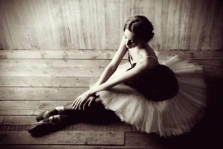 T�nzerIn: Professionelle Ballett-T�nzerin ruht nach der Vorstellung