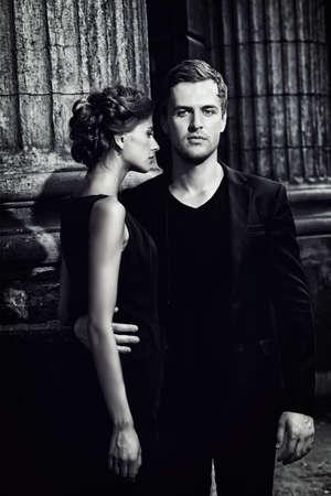 Retrato en blanco y negro de un hombre hermoso y mujer. Moda foto estilo. Concepto del amor. Foto de archivo