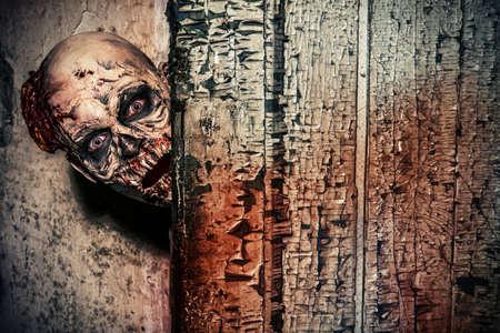 satan: Close-up retrato de un hombre zombie miedo horrible. Horror. Halloween.