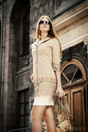 fashion clothes: Beautiful fashionable woman walking on the city street. Elegant businesswoman outdoor.