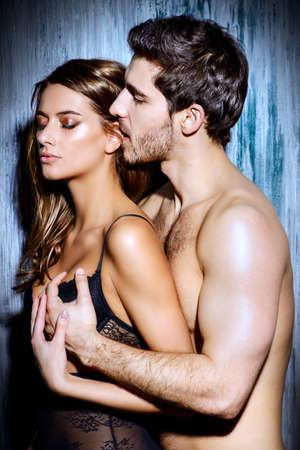 femmes nues sexy: Belles sexy jeunes amoureux.