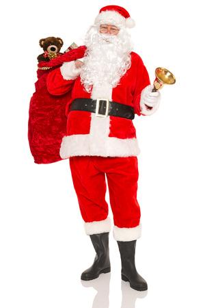 juguetes antiguos: Santa Claus o Papá Noel con un saco lleno de regalos y juguetes de regalo envuelto, aislado en un fondo blanco.