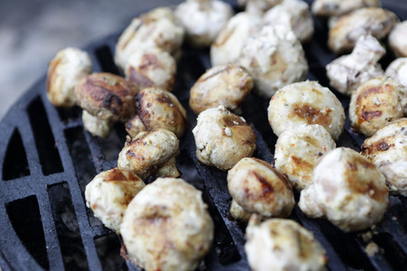 champignons: Cooking of champignons on the barbecue grill