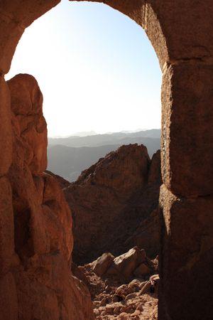 monte sinai: Monte Sina� se dice que es el lugar donde Mois�s recibieron los diez mandamientos de Dios. Foto de archivo