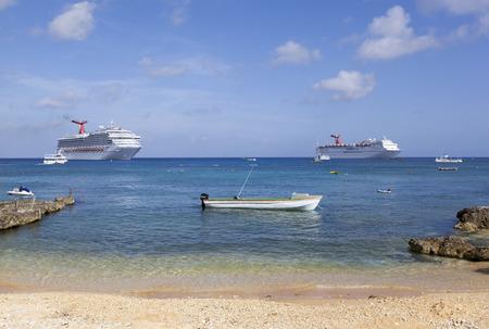 cayman: Different size boats around Grand Cayman island (Cayman Islands).