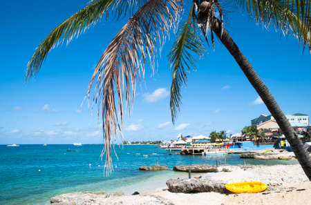 coastline: George Town kustlijn op Grand Cayman Island Cayman Islands