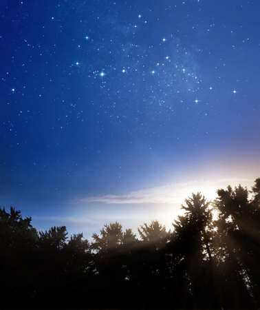 melkachtig: Nacht voldoet aan dag Stockfoto
