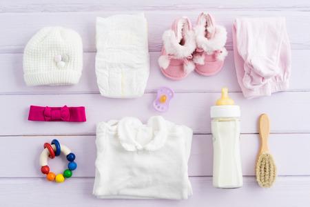 Insamling av artiklar för spädbarn sköt från ovan. Ideal webbplats hjälte eller header image