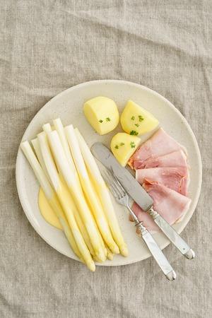 white asparagus: White asparagus with potatoes, boiled ham and hollandaise sauce