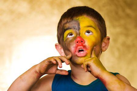 klein jongetje en een opbeurender make-up