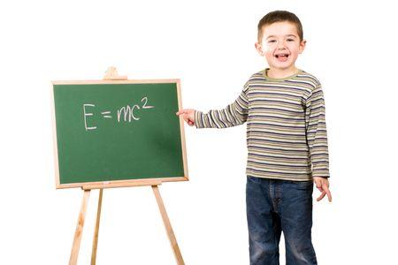 Jongen van Einstein vergelijking schrijven op chalkboard