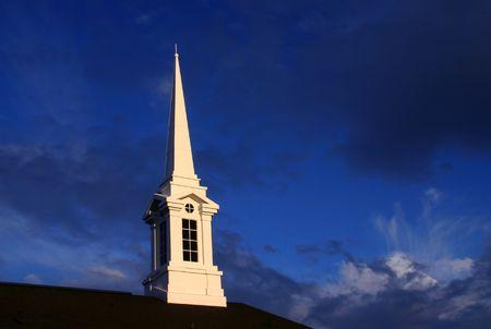 church steeple: Steeple della chiesa al tramonto Archivio Fotografico