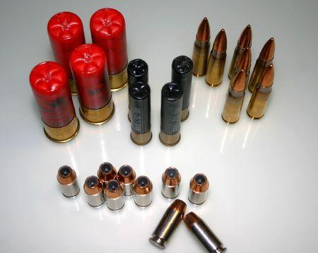 gun shell: Diversos tipos de munici�n Foto de archivo