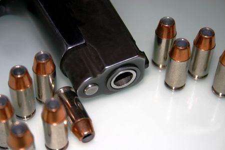 Pistola Y Ammo De 40 Calibres Foto de archivo - 451171