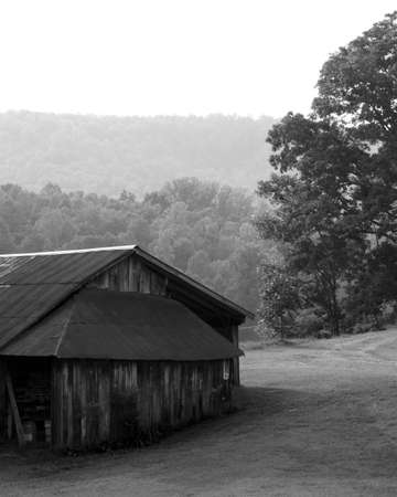 barn black and white: barn in black and white