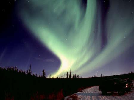 오로라: One of the nice and powerful aurora displays near Fairbanks, AK, November 2005120 format slide scan (Provia 400F).