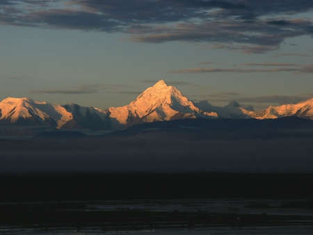 showed: Very early morning in Alaska range, when the sun just showed up from behind the horizon