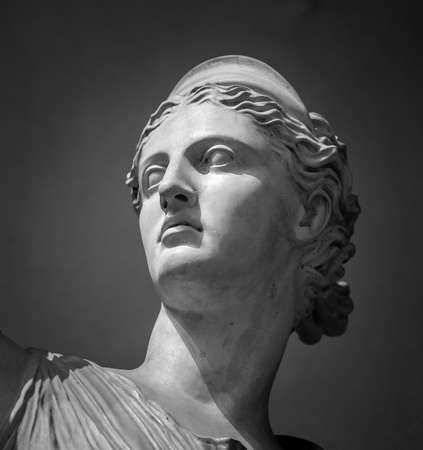 Marmo bianco capo della giovane donna. Archivio Fotografico