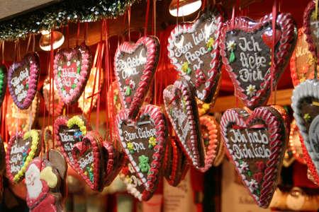 wiedeń: Christmas cookies w kształcie jelenia na christmas rynku w Wiedniu w Austrii