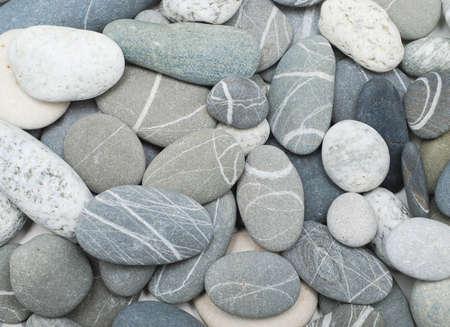 Kiesstrand große Steine als Hintergrund