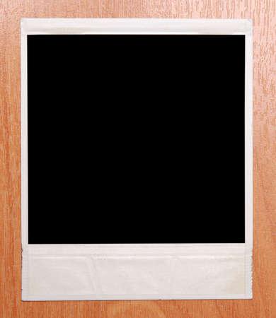 polaroid frame geïsoleerd op een houten achtergrond Stockfoto