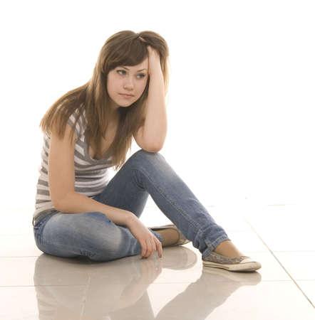 verdrietig meisje: droevig tiener over Wit
