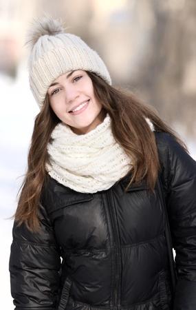 ropa de invierno: invierno retrato de la hermosa chica Foto de archivo