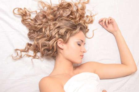 Portrait der jungen schönen schlafende Frau Lizenzfreie Bilder - 16114802