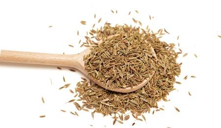 Samen von Kümmel auf weißem Hintergrund
