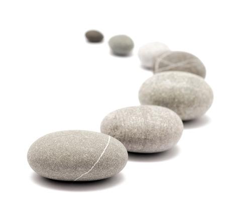 runden Steinen isoliert auf weiß