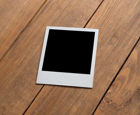 Polaroid auf Holzuntergrund