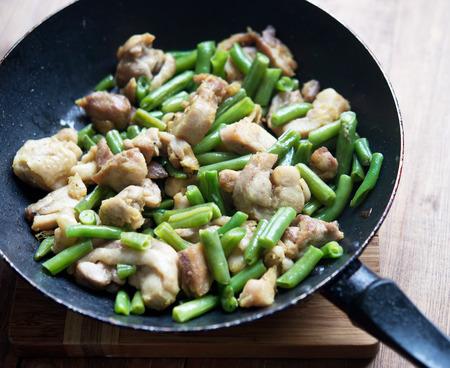ejotes: pollo con jud�as verdes en pan frito