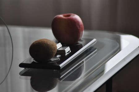 An apple and a kiwi fruit