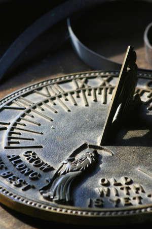 reloj de sol: Sundial que lee Foto de archivo