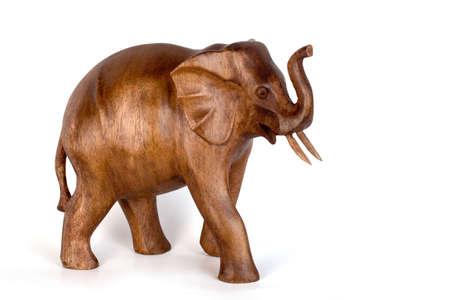 tallado en madera: Elefante de madera, el tallado de madera, hechos a mano, aislados  Foto de archivo