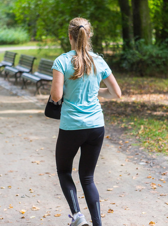 female jogger: Corredora joven