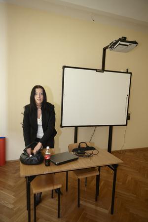 director de escuela: Wroclaw, Polonia, 13 de mayo de 2009- profesor de Ingl�s en el aula antes del examen Editorial