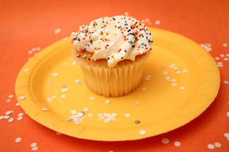 indulgere: Cupcake con il confetti Archivio Fotografico