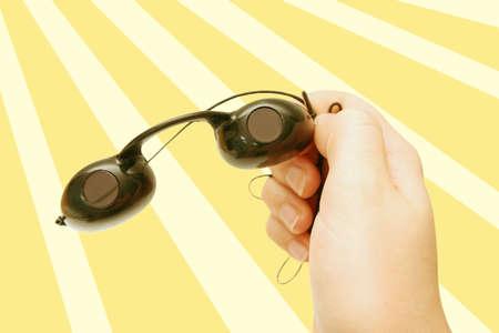 precaution: suntan goggles against yellow design