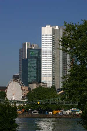 ferriswheel: Ufficio moderno edificio, Francoforte, Germania  Archivio Fotografico